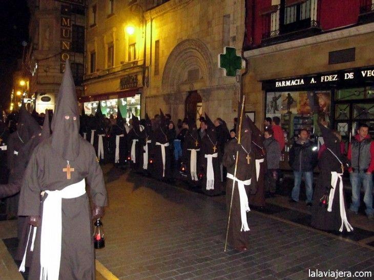 Hermanos de la Cofradía del Santo Cristo del Perdón, León