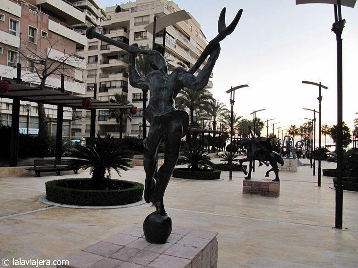 Esculturas de Dalí en la Avenida del Mar