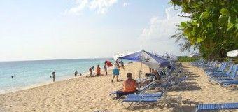 Playa y Destileria Malibu, en Barbados