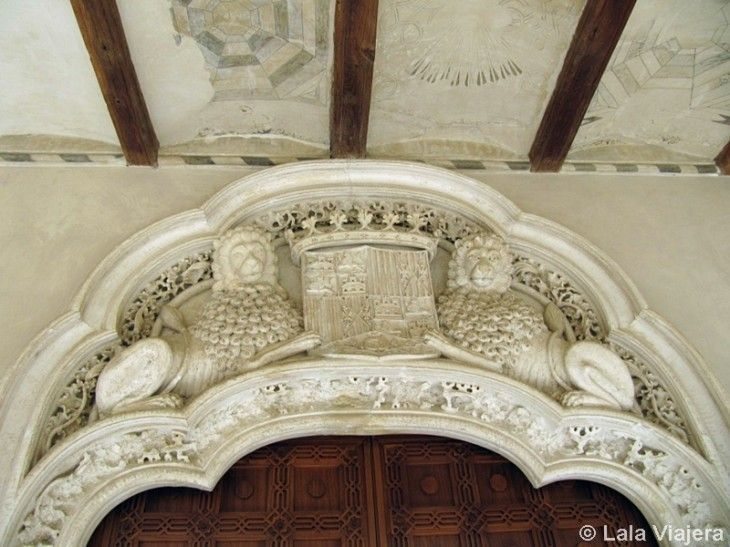 Escudo de los Reyes Catolicos en la Puerta del Salon del Trono