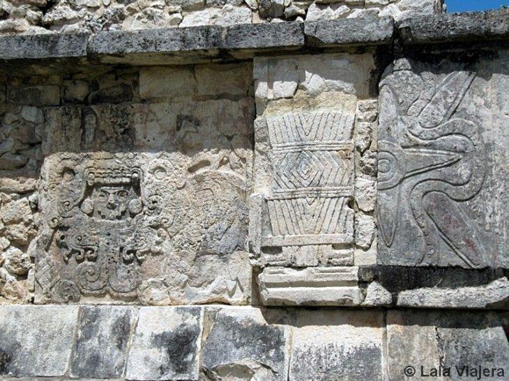Decoración con inscripciones en los templos de Chichen Itza