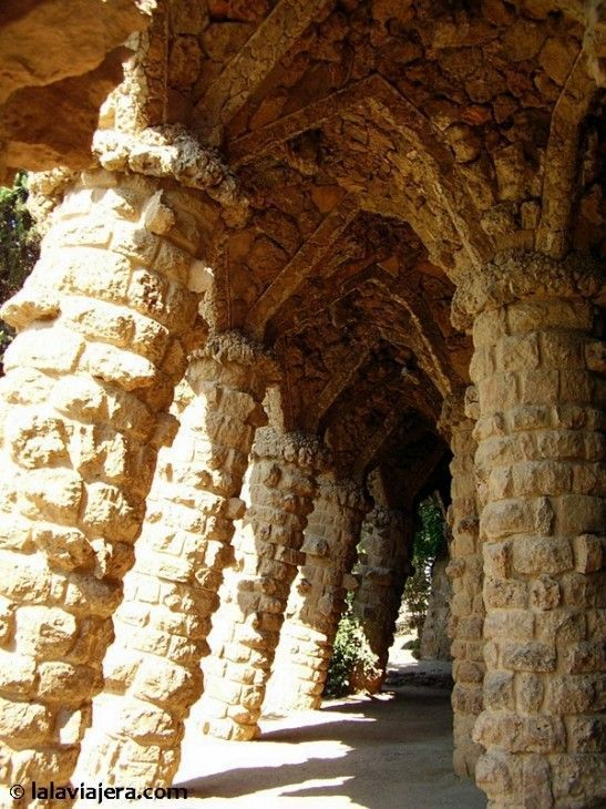 Columnas inclinadas del Parque Güell