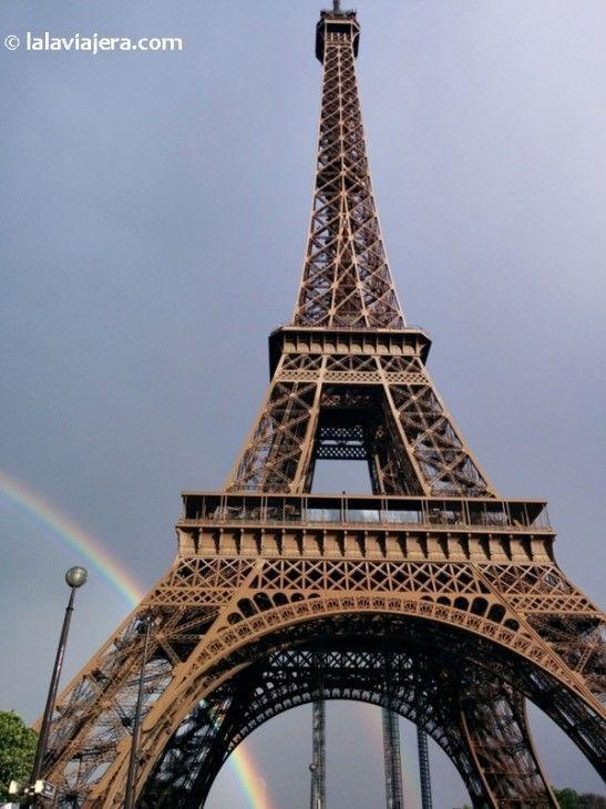 Arco iris sobre la Torre Eiffel