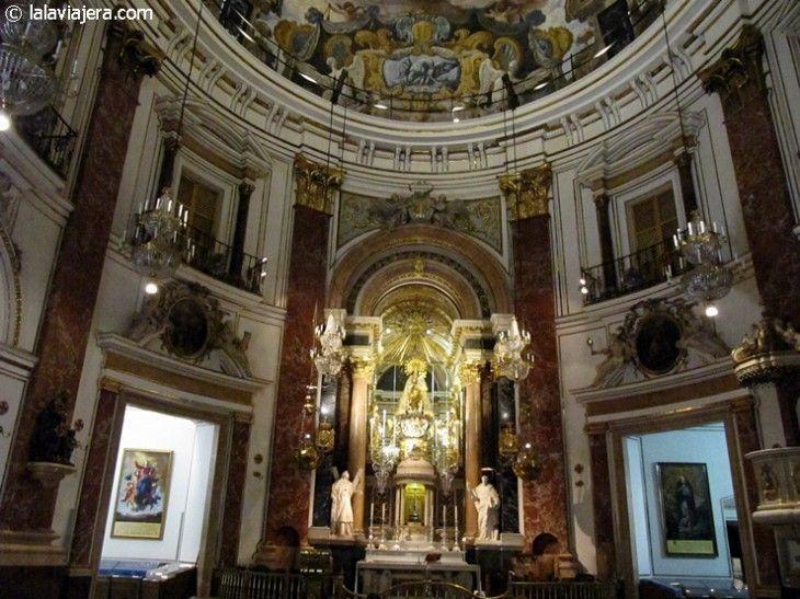 Basílica de la Virgen de los Desamparados, Plaza de la Virgen de Valencia