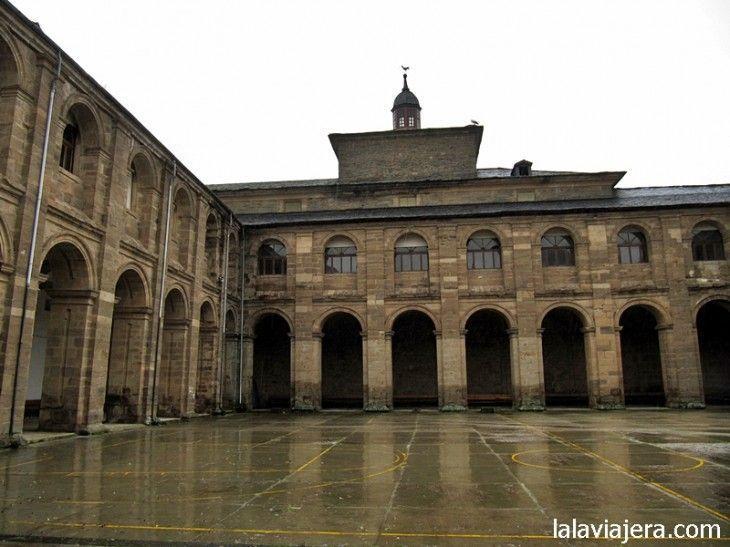 Claustro del Monasterio de Vega de Espinareda