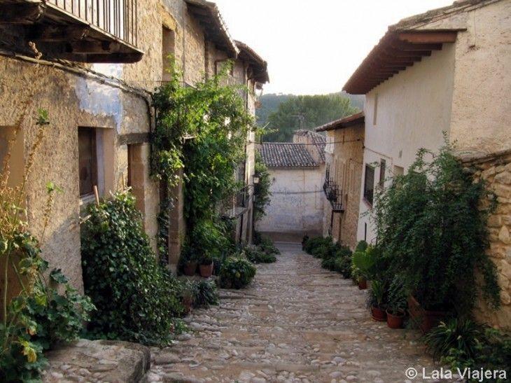 Típica calle empedrada de Valderrobres