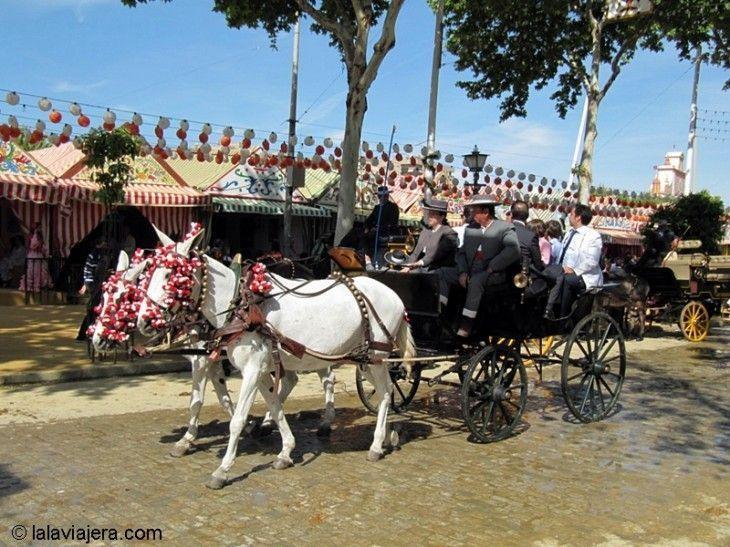 Desfile de carruajes por el Real de la Feria