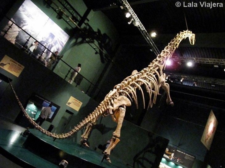 Dinosaurio en Inhóspitak, sede de Dinópolis en Peñarroya de Tastavins