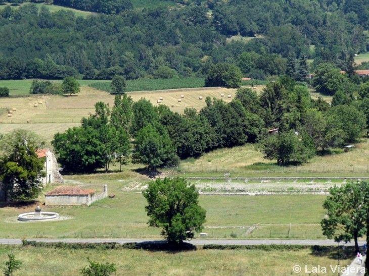 Ruinas arqueológicas de antigua ciudad romana Lugdunum Convenarum en Saint Bertrand de Comminges