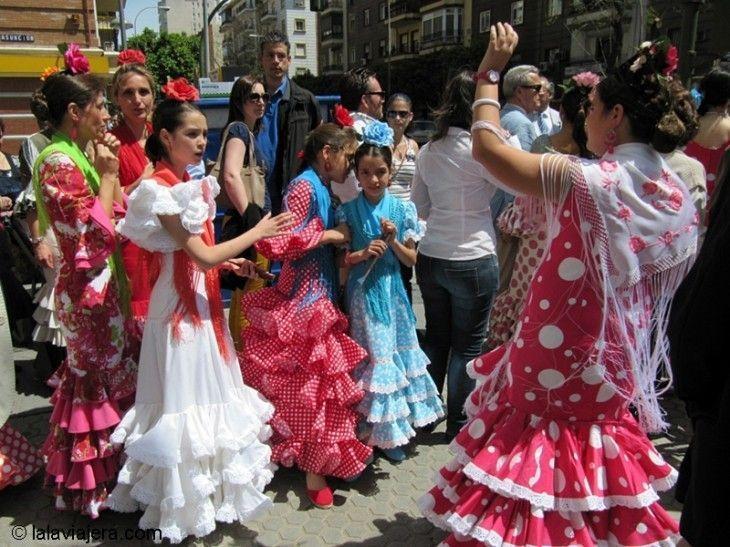 Bailando sevillanas en la Feria de Abril