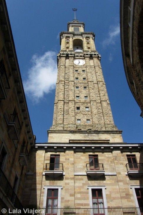 Torre de 130 m de altura de la Universidad Laboral de Gijón