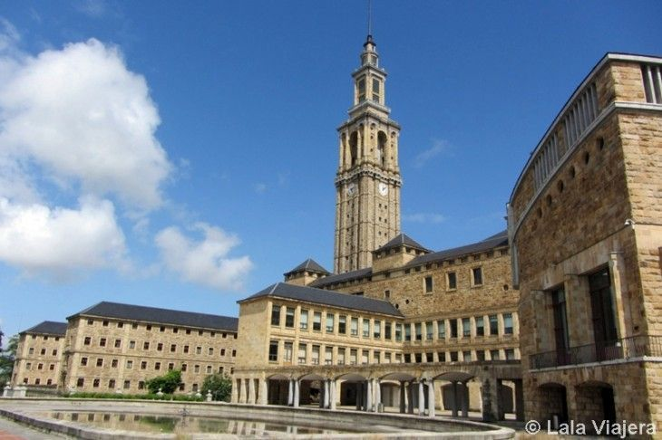 La Universidad Laboral Ciudad de la Cultura es El Escorial de Gijón