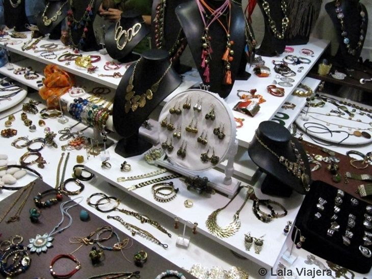 Artesanías en plata en el Mercado Colombino del Descubrimiento