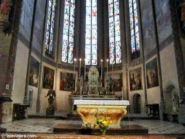 Interior de la Iglesia de San Vicente en La Bastide Saint-Louis