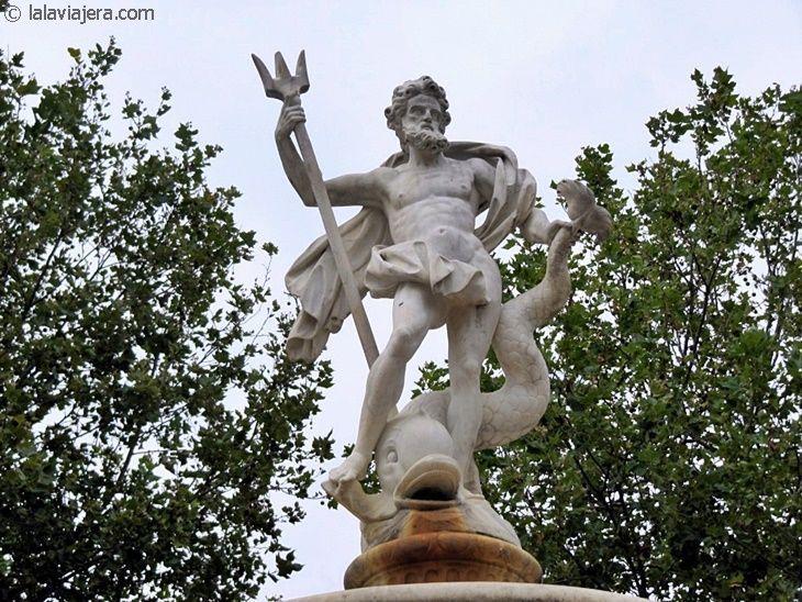 Fuente de Neptuno en la Plaza Carnot de Carcassonne