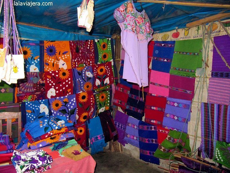 Artesanías textiles típicas de Chiapas, en San Cristóbal de las Casas