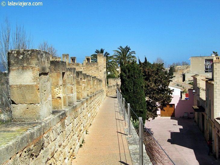 Camí de Ronda, un paseo por las murallas de Alcudia