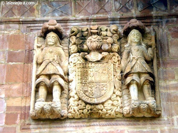 Escudo del Palacio de los Díaz Cossío y Mier, en Carmona