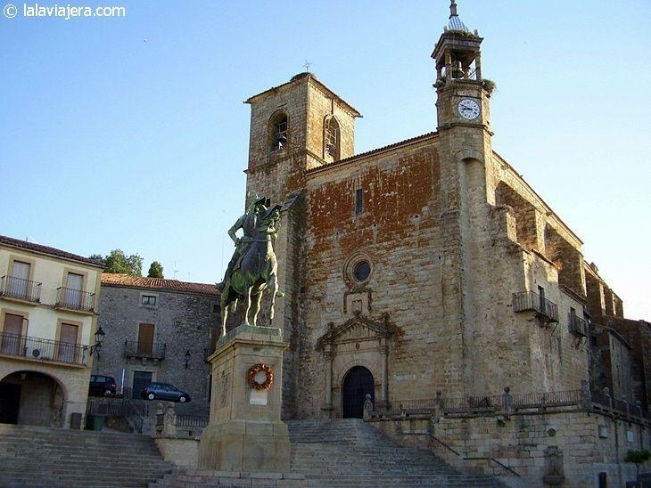 Iglesia de San Martín de Tours y estatua de Pizarro, Trujillo