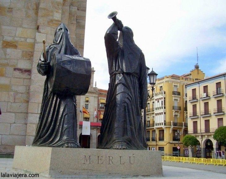 Monumento al Merlú, una de las figuras más representativas de la Semana Santa de Zamora