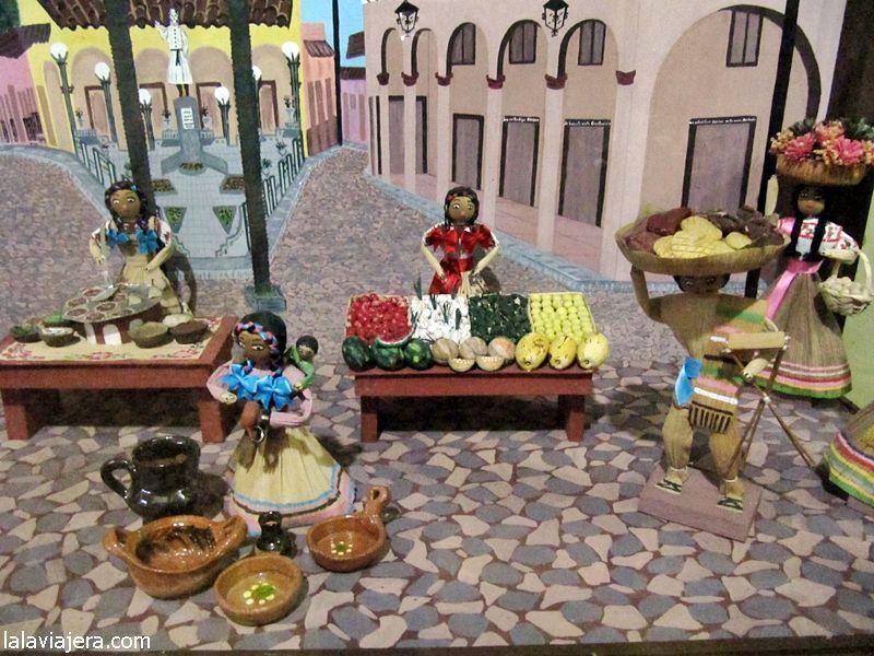 Artesanías con hoja de maíz en el Museo Totomoxtle de Xico