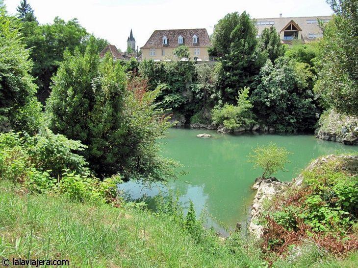 Orthez a orillas del río Gave de Pau