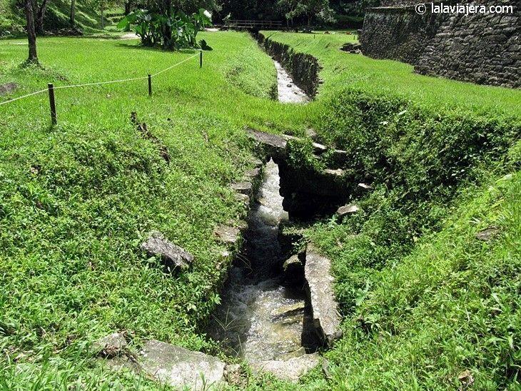 Acueductos en la ciudad maya de Palenque