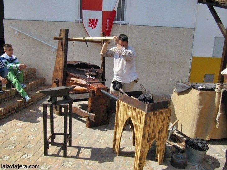 Talleres de oficios artesanos en el Mercado Medieval del Descubrimiento