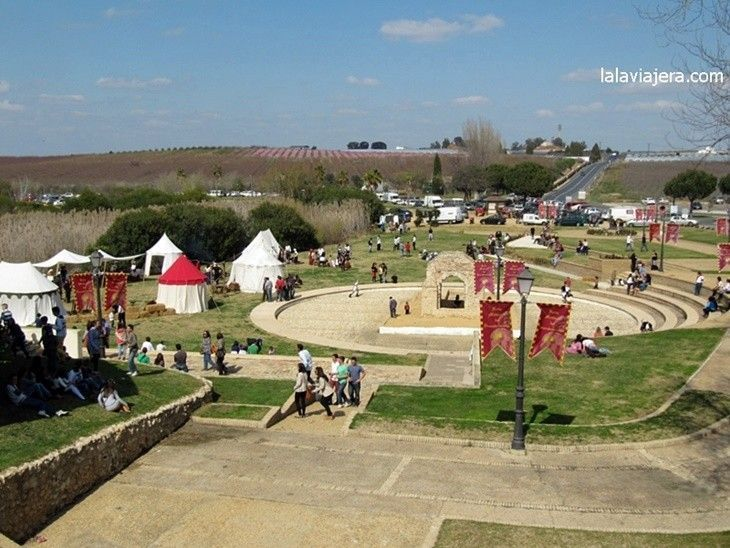 Campamento del Parque de La Fontanilla durante la Feria Medieval del Descubrimiento de Palos de la Frontera