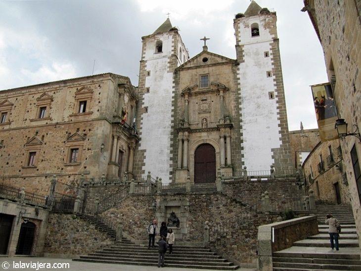 Iglesia de San Francisco Javier en la Plaza de San Jorge de Cáceres