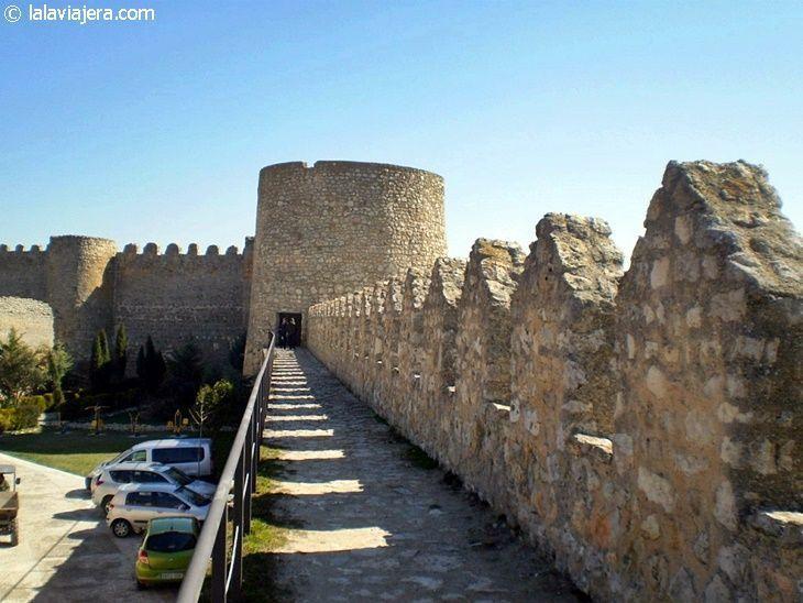Paseo del Peinador de la Reina sobre la muralla de Urueña, Valladolid