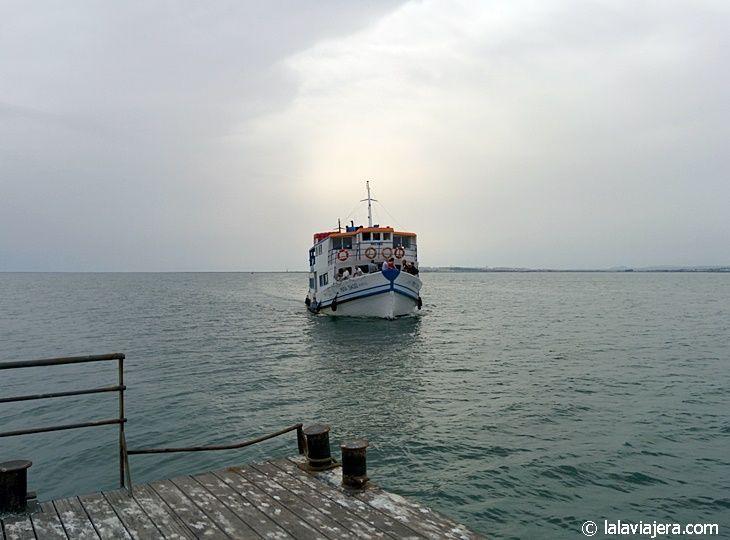 Ferry para llegar a la Isla de Culatra, Algarve