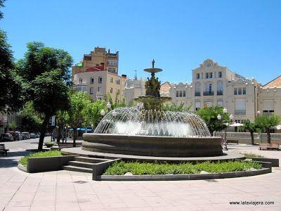 Fuente Musas y Casino Huesca, Plaza Navarra