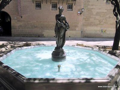 Fuente La Moreneta, Plaza Catedral Huesca