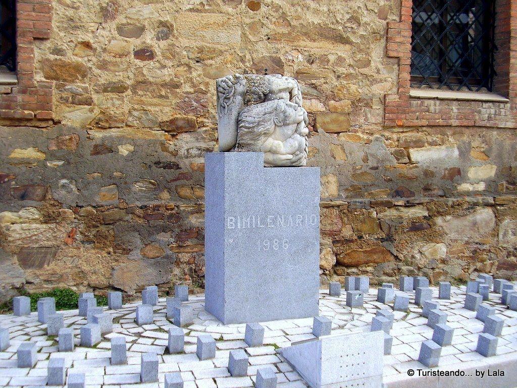 monumento bimilenario astorga