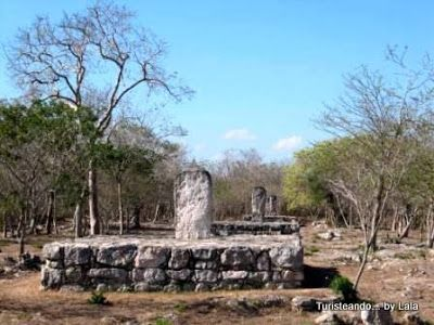 estelas mayas Dzibilchaltun, yucatan