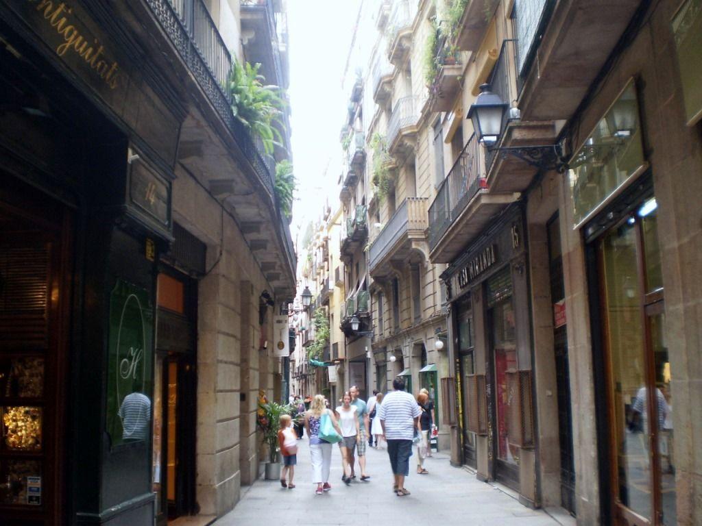 Calle del popular Barrio Gótico de Barcelona