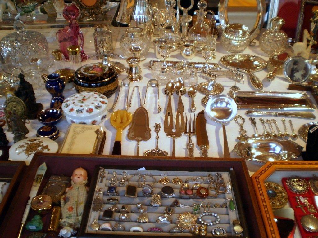 Venta de antigüedades en el Mercado Gótico de Barcelona