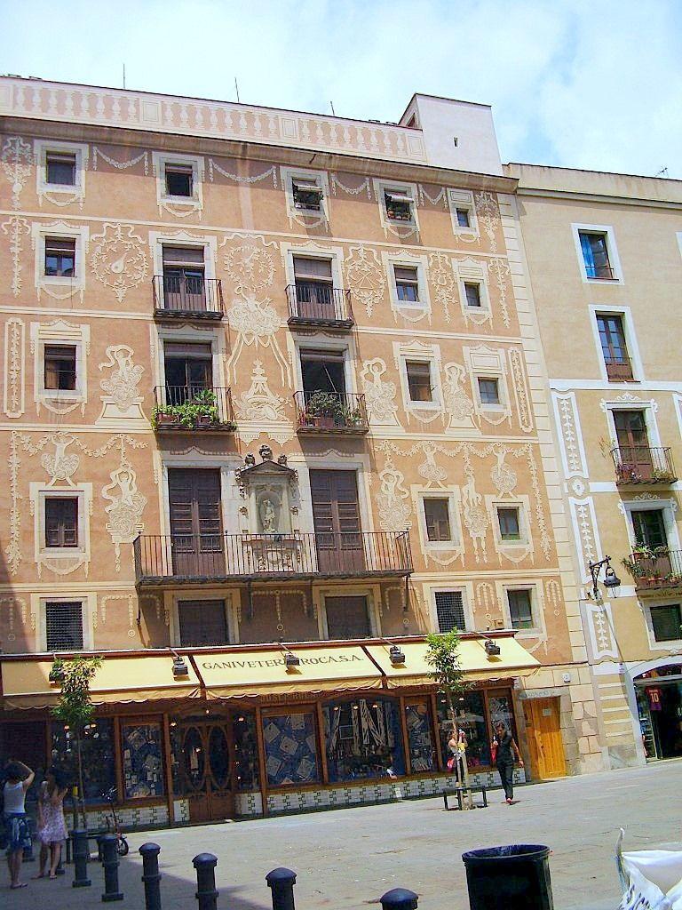 Edificio de los gremios, Plaça del Pi, Barcelona
