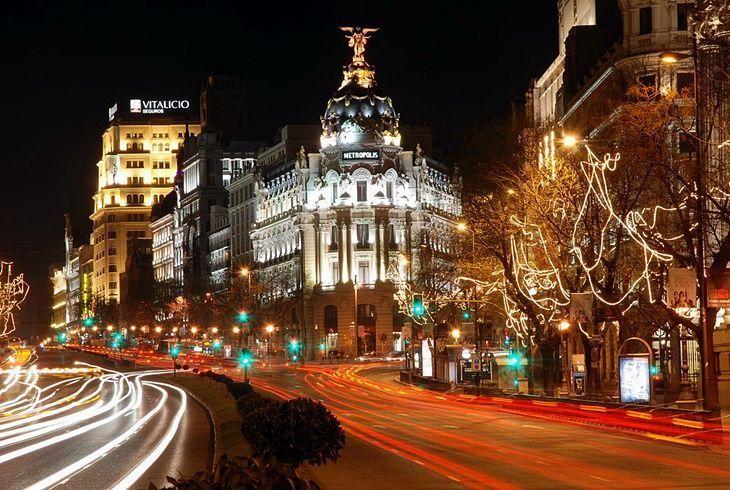 Navidad en Madrid. Confluencia de Gran Vía y Alcalá. [By Siemar, en Flickr (CC BY-NC-SA 2.0)]