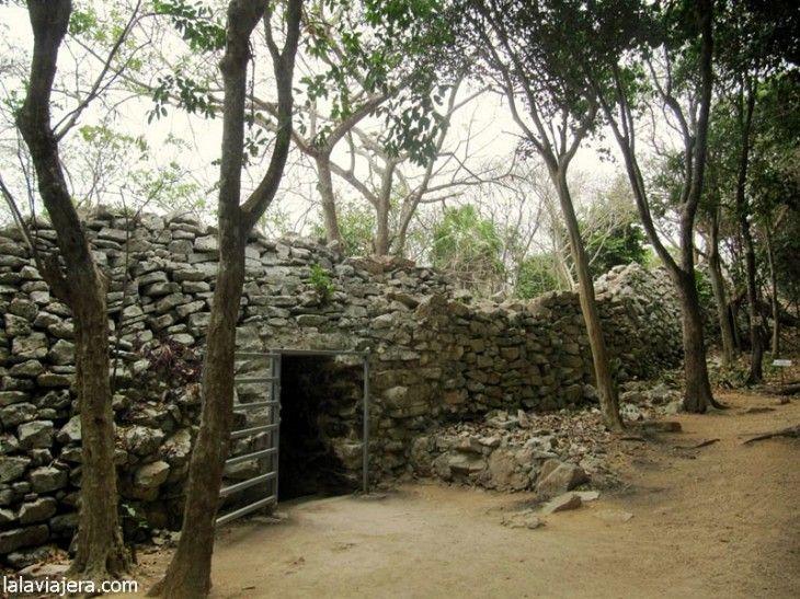 Murallas de la antigua ciudad maya de Tulum
