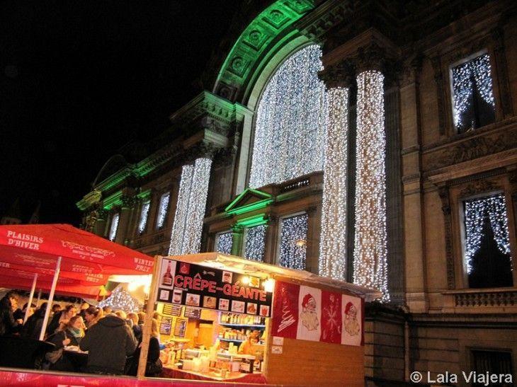 El Palacio de la Bolsa iluminado en Navidad, Bruselas