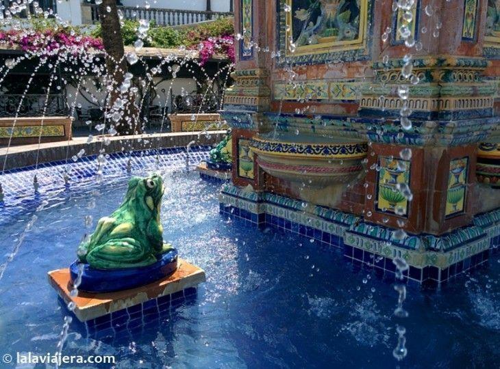 Fuente de los Pescaítos en la Plaza de España de Vejer