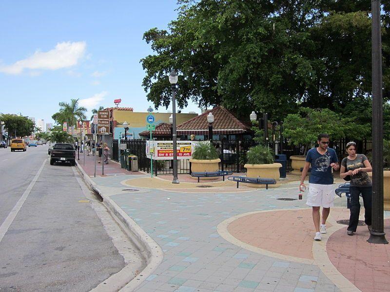 Calle Ocho, Little Havana (Foto de Infrogmation, Lic. C.C)