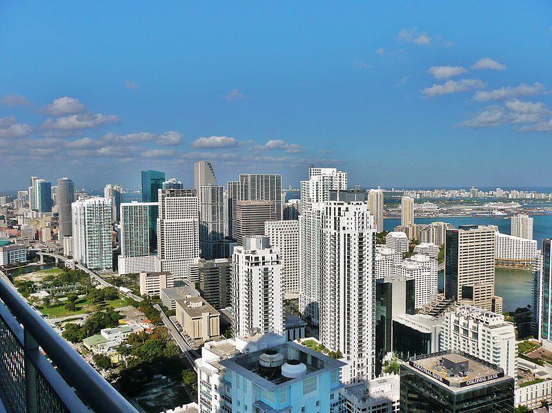 Skyline de Miami desde el Brickell Bridge (Foto de Marc Averette, Lic. C.C)