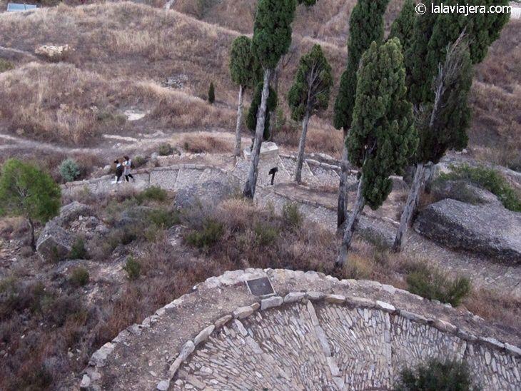 El Calvari de La Fresneda, camino que sube a la Ermita de Santa Bárbara