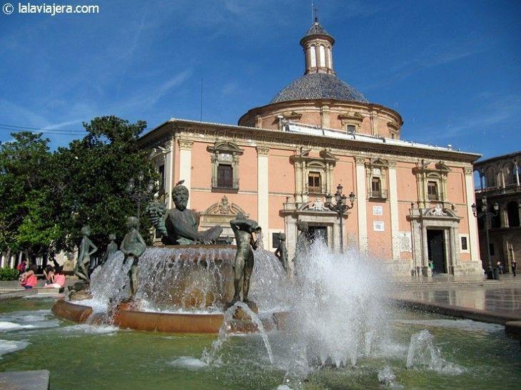 Fuente del Turia y Basílica de los Desamparados, Plaza de la Virgen, Valencia