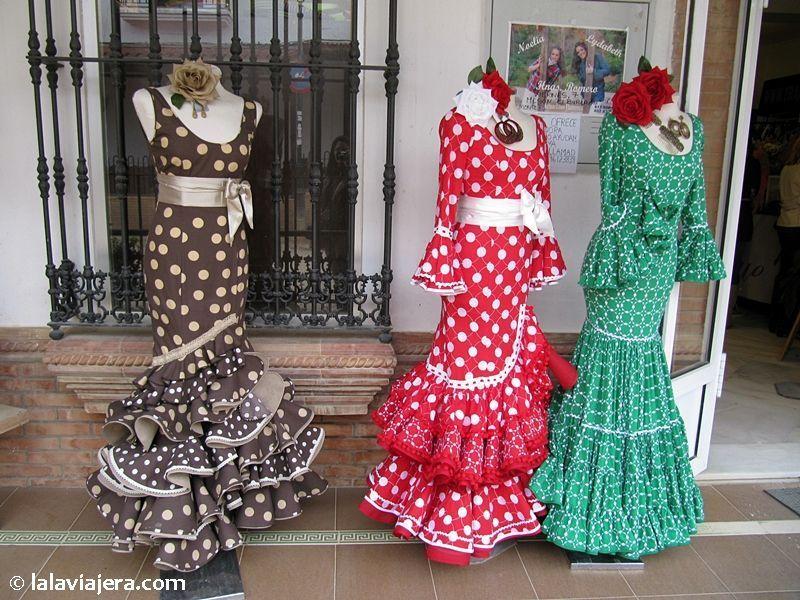 Tienda de trajes de gitana en El Rocío