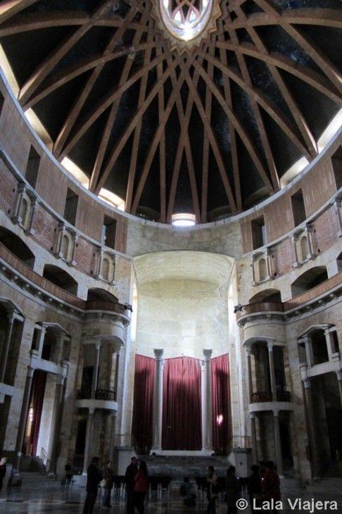 Impresionante interior de la iglesia de La Laboral