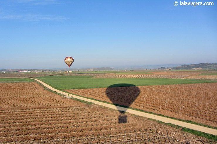 Sobrevolando los viñedos de La Rioja en globo